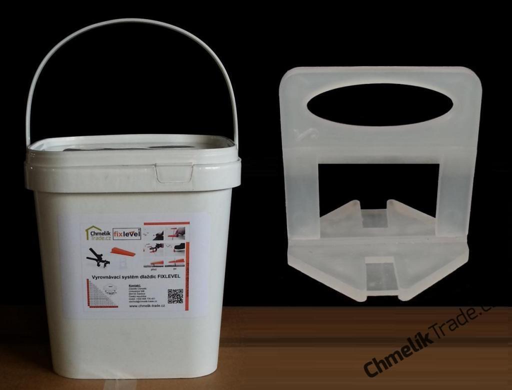 Spona Fixlevel (850ks/balení) pro dlaždice tloušťky 3-12 mm v plastovém kbelíku (Pro snadnou a rychlou pokládku obkladů a dlažeb.)