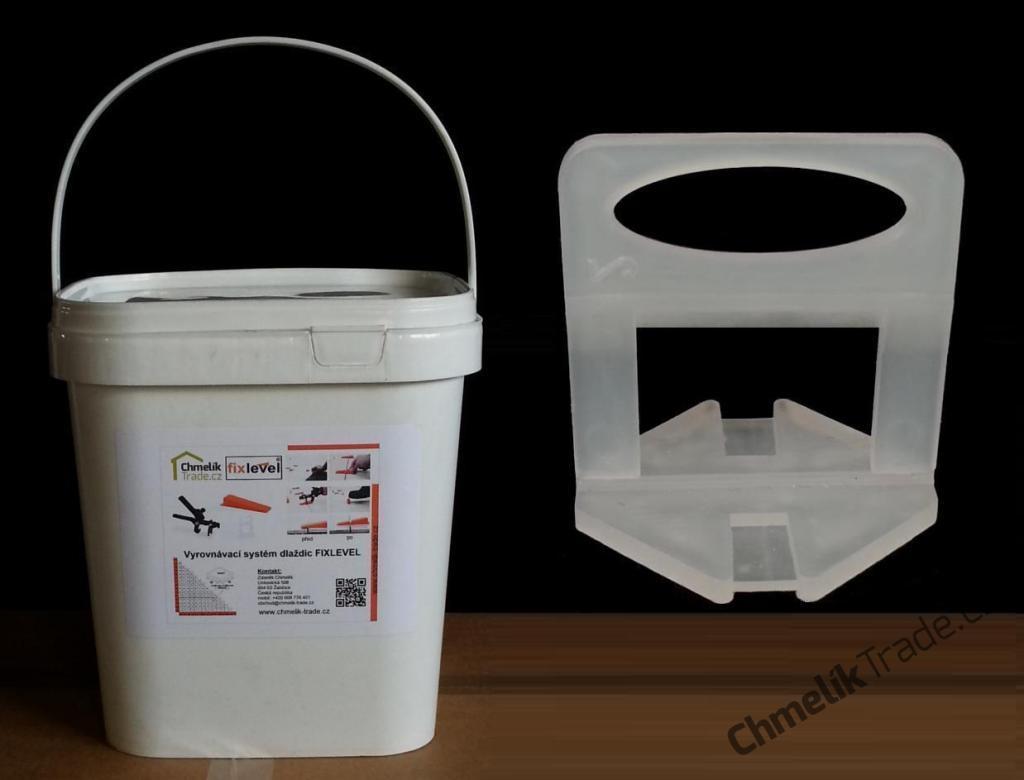 Spona Fixlevel (450ks/balení) pro dlaždice tloušťky 3-12 mm v plastovém kbelíku (Pro snadnou a rychlou pokládku obkladů a dlažeb.)